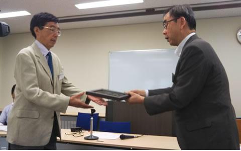 筒井教授(左)