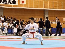 男子個人形競技で優勝を成し遂げた福井さん